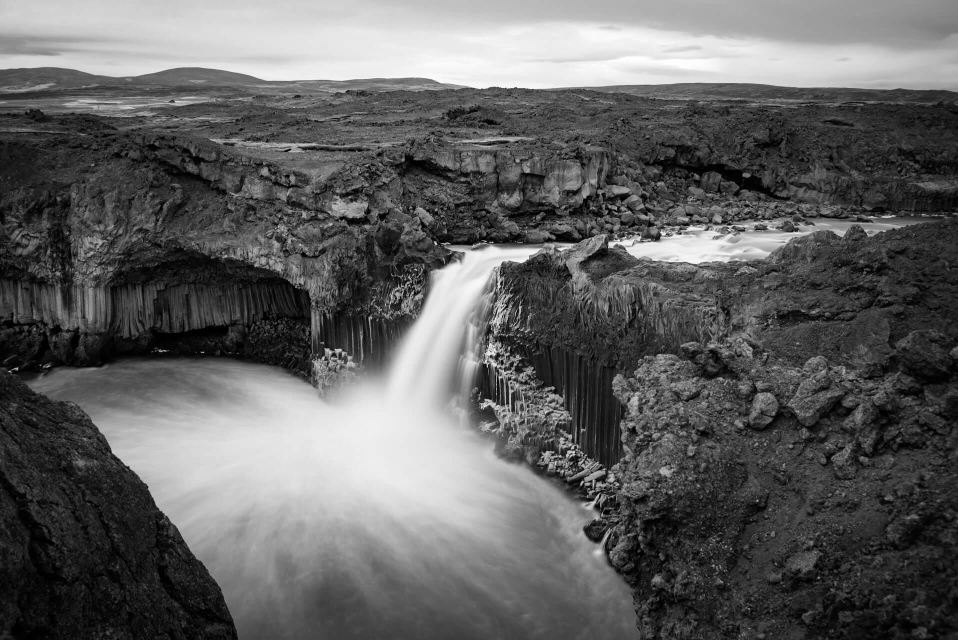 Island monochrom, Aldeyjarfoss; Fotograf Steffen Lohse