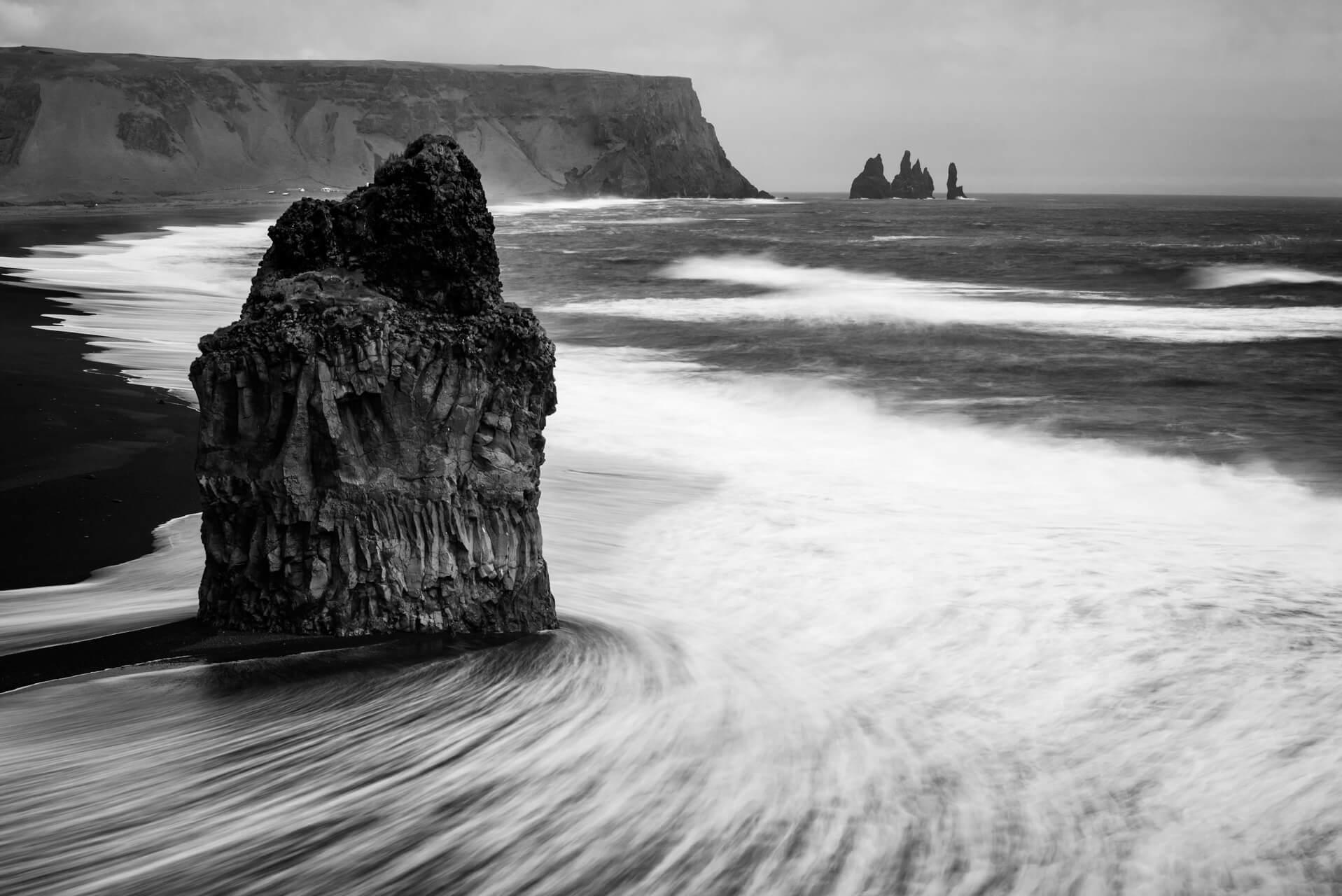Island monochrom, Reynisdrangar; Fotograf Steffen Lohse