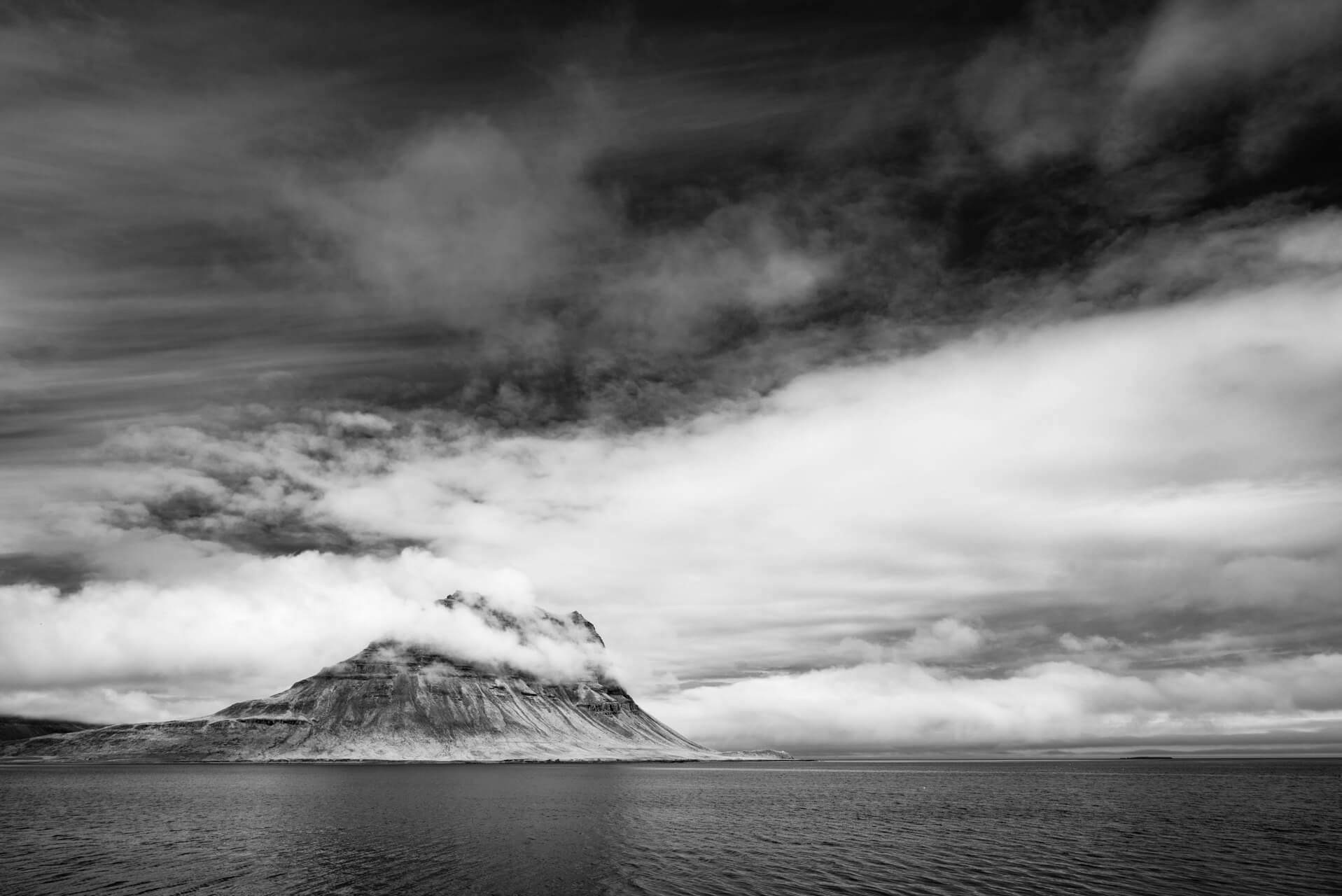 Island monochrom, Kirkjufell; Fotograf Steffen Lohse