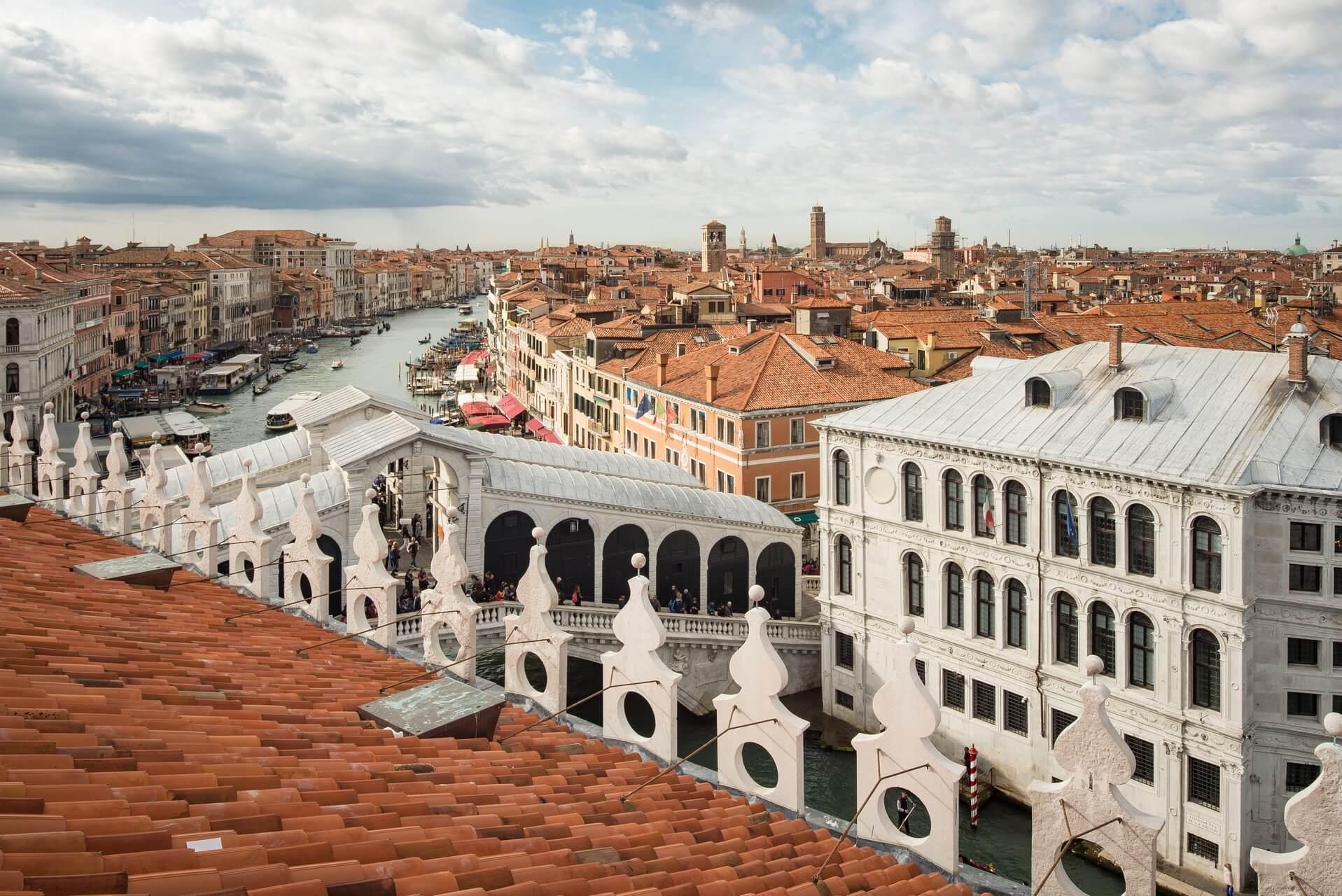 Italien: Venedig Italiy: Venice roof top view to Rialto Bridge, Fotograf: Steffen Lohse